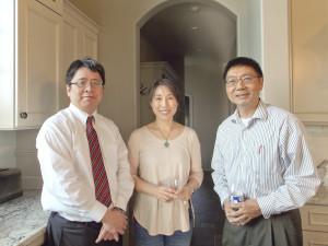 台灣駐芝加哥辦事處教育組組長林逸和本報編輯車青,傅竹生合影