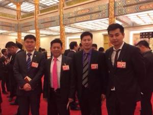 陈潇同美国其他代表在人民大会堂金色大厅合影
