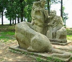 """武漢東湖寓言雕塑公園中的雕塑""""解鈴還須系鈴人"""""""